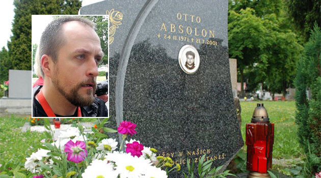 Vlastimil Pechanec (inset) and the grave of his victim, Otto Absolon. (Collage:  Romea.cz)