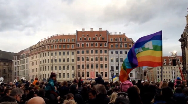 Tens of thousands of people gathered in Dresden on 10 January 2015 for a demonstration convened in support of good relations and the openness of Germany society to the rest of the world. The event was yet another response to the anti-Islamic demonstrations being held in the Saxon capital by the Pegida movement. (PHOTO:  YouTube.com)