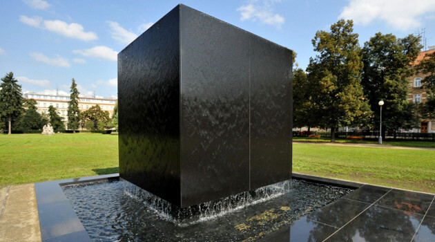 A new memorial to Holocaust victims now stands in the park at náměstí 28. října in Brno (photographed here on 17 September 2014). It is a cube of black granite, the edges of which are 3.14 meters long. During the summer months water will flow down its walls. The memorial is based on a design by painter Daniel Václavík. (PHOTO: ČTK, Zehl Igor)