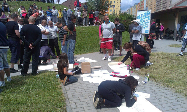 Roughly 200 people, most of them Romani, gathered on 29 June 2013 at the Máj housing estate in response to an anti-Romani demonstration being convened in the center of České Budějovice. (PHOTO:  Ivanka Mariposa Čonková)