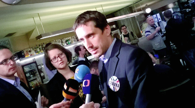 Petr Čáp, Vice-Chair of the Independent Employees' Union of the Office of the Government, speaking with journalists on 11 May 2015, the day most of the employees of the Czech Government Agency for Social Inclusion began their strike. (PHOTO:  Facebook.com)