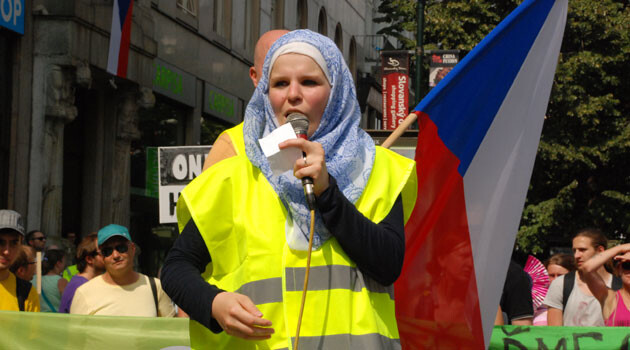 Romana Červenková, a Czech member of the Muslim community, speaking at a demonstration in support of refugees in the summer of 2015. (PHOTO:  Romea.cz)