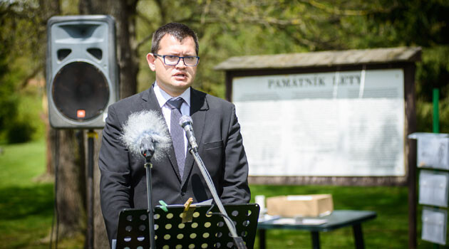 Czech Human Rights Minister Jan Chvojka speaking on 13 May 2017 at the commemorative ceremony for the Romani victims of genocide at Lety u Písku (PHOTO: Petr Zewlakk Vrabec)