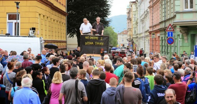 About 200 people gathered on 13 August 2014 in Děčín at an anti-Romani demonstration organized by Lukáš Kohout, a con artist who has been convicted more than once of fraud. (PHOTO:   Jiří Šlemar)