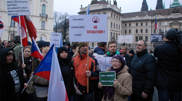Approximately 600 people, according to police, gathered on the evening of 16 January 2015 in front of Prague Castle for a demonstration convened by the