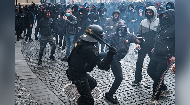 Prague, Czech Republic, 18 October 2020, right-wing extremists assault police officers after a protest by people opposed to the Government's anti-COVID measures. (PHOTO: Petr Zewlakk Vrabec)