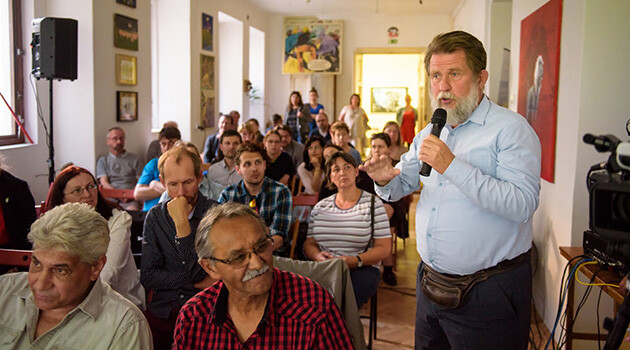 Arne Mann speaking on 21 May 2018 at Kampus Hybernská in Prague during the discussion on contemporary research into the Holocaust, its Romani victims, and the commemoration of such victims in the public space. (PHOTO: Petr Zewlakk Vrabec, Romea.cz)