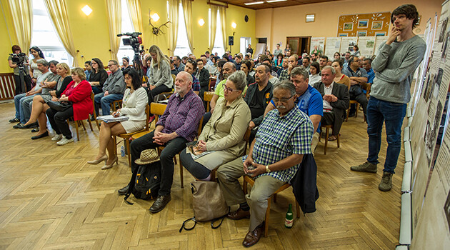 At Lety u Písku on 25 April 2018 yet another in the series of discussions took place about the future form of the memorial there, organized by the Museum of Romani Culture and ROMEA. (PHOTO: Jan Mihaliček, Romea.cz)