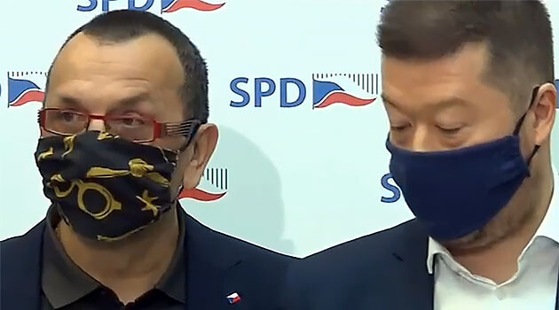 Czech MP Jaroslav Foldyna (SPD) (left) and Czech MP Tomio Okamura (SPD) (right) at a press conference on 7 April 2020. (PHOTO:  ČT24)