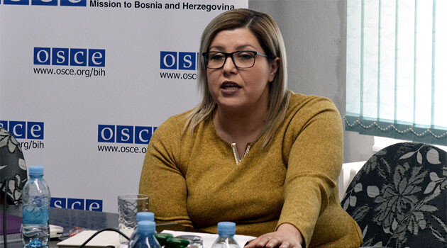 Roma activist Melina Halilovic at an OSCE-suppported Round Table on Roma issues, Visoko, 13 February 2017. (PHOTO: OSCE, http://www.osce.org)