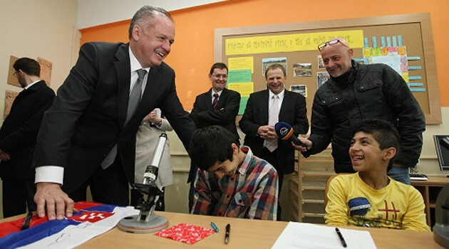 On the occasion of International Romani Day, 8 April 2015, Slovak President Andrej Kiska visited several places where Romani people live. This photo shows him at a primary school in Spišský Hrhov. (PHOTO:  www.prezident.sk)