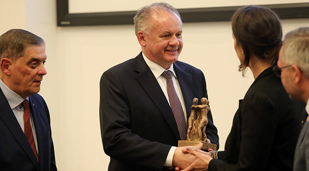 Slovak President Andrej Kiska received the European Civil Rights Prize of Sinti and Roma in Brussels on 19 March 2019 for his engagement in combating displays of discrimination and racism and the exclusion of Romani people from society. (PHOTO:  Facebook page of Andrej Kiska)
