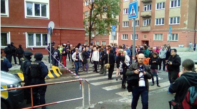An anonymous bomb threat on 24 May 2016 was the second in a week bringing police to the Autonomous Social Center Klinika in Prague. (PHOTO:  Jitka Votavová, Romea.cz)
