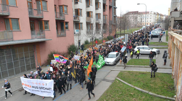As many as 2 000 people participated in a solidarity march in support of the Autonomous Social Center Klinika in Prague on 27 February 2016. (PHOTO:  Facebook page of the Autonomous Social Center Klinika - Autonomní sociální centrum Klinika)