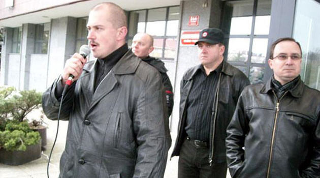 Birds of a feather flock together:  Kotleba (on the left) with his faithful friends from the Czech Republic, the Workers' Social Justice Party (Dělnická strana sociální spravedlnosti - DSSS).