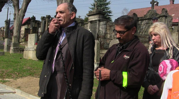 Andrej Lúčka and Ladislav Tatár demonstrated on 11 April 2015 for the reopening of the investigation into the shooting death of Tatár's son in 2012. (PHOTO:  Jan Čonka, Romea.cz)