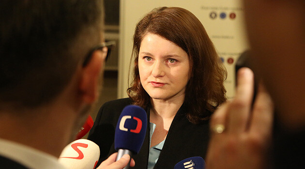Czech Labor and Social Affairs Minister Jana Maláčová being interviewed by journalists prior to the cabinet session on 20 November 2018. (PHOTO:  www.vlada.cz)