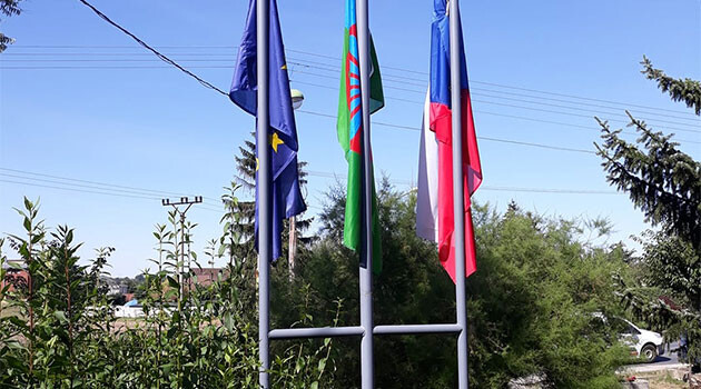 On 31 July 2020, the town of Nová Ves u Mělníka flew the Romani flag ahead of 2 August, European Roma Holocaust Memorial Day. (PHOTO:  Facebook page of the municipality)
