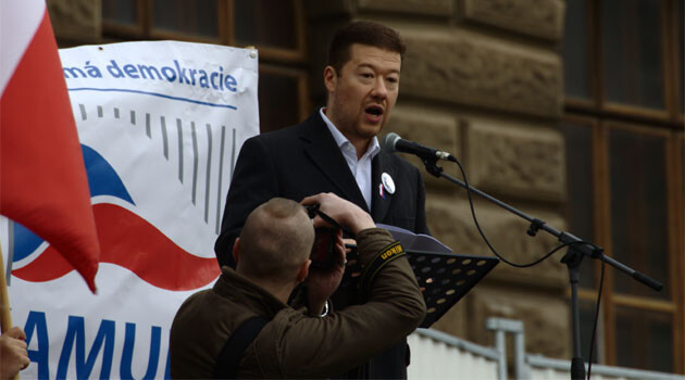 The Czech politician Tomio Okamura speaking on 17. 10. 2015 at an anti-refugee demonstration on Wenceslas Square in Prague. (PHOTO: Aktron, Wikimedia Commons)
