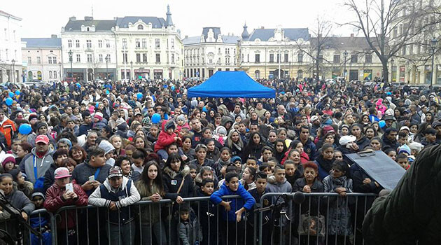 Almost 2 000 Romani people assembled on 11.11.2017 in Ostrava, Czech Republic to ask for equal access to a quality education for their children. (PHOTO:  Awen Amenca)