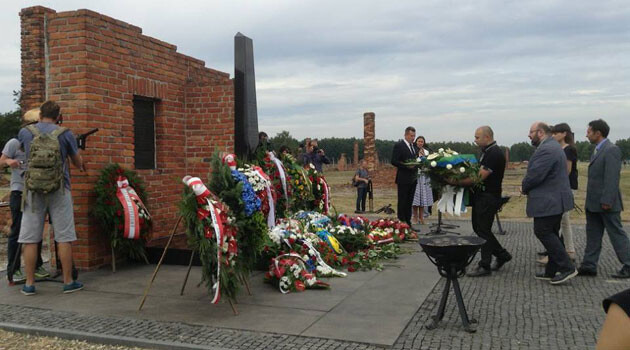 The 2015 gathering at the Auschwitz Memorial to honor the memories of the Roma and Sinti victims of the Holocaust. (PHOTO:  Facebook page of Dik.Tv)