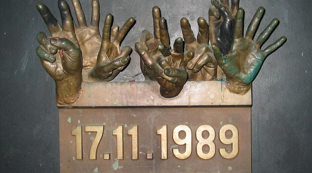 The memorial plaque in Prague commemorating the brutal intervention by the communist state police on 17 November 1989 against protesting students.