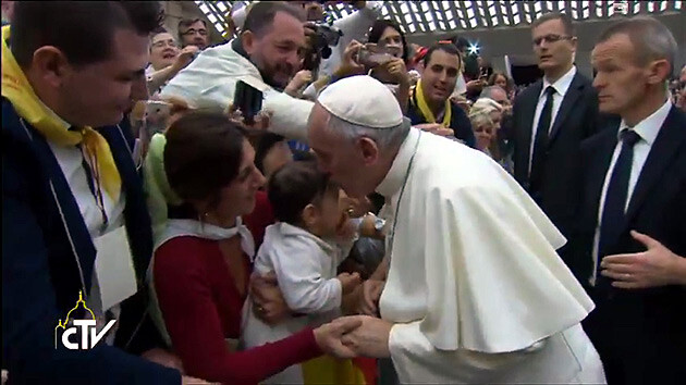 Pope Francis received more than 5 000 Romani pilgrims from the Americas, Asia and Europe at the Vatican on 26 October 2015. (PHOTO:  YouTube.com)