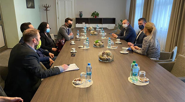 Slovak Interior Minister Roman Mikulec met with Romani community members who are national legislators with the governing OĽaNO party, Slovak MP Peter Pollák, Jr., Slovak MP Jan Herák and Slovak MP Jarmila Vaňová, on 29 April 2020. (PHOTO:  Facebook page of Slovak Interior Minister Roman Mikulec).