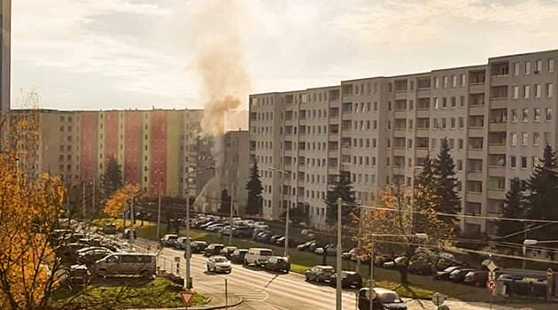During the 19 November 2019 fire at a residential hotel on Přítkovská Street in Teplice firefighters evacuated a total of 30 people, 12 of whom inhaled smoke and were taken to hospital by emergency medical technicians. (PHOTO:  Jozef Miker)
