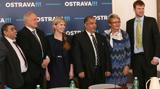 Participants at a round table on 14 April 2015 at Ostrava City Hall on the topic of fulfilling the Romani Integration Strategy 2020 at local level.  (PHOTO:  Bohuslav Krzyžanek, ostrava.cz)