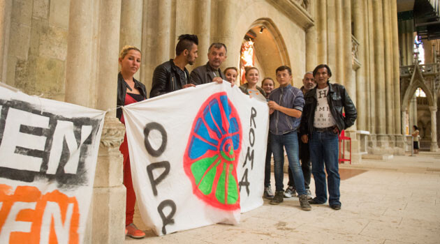 On Tuesday, 5 July 2016, a group of more than 40 Romani refugees from states in the Balkans occupied the cathedral in the Bavarian city of Regensburg on the Danube. (FOTO:  ČTK/ARMIN WEIGEL/dpa)