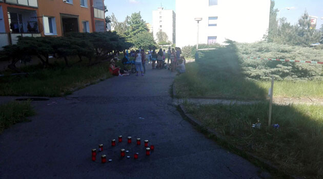 In Chomutov on 27 May 2017 in the early morning hours a 34-year-old Romani man was shot dead, and an improvised remembrance site was created to mark his passing. (PHOTO:   Renata Kováčová, Romea.cz)