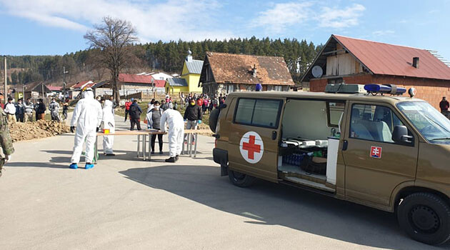 Testing for COVID-19 in the municipality of Doľany, Slovakia, 4 April 2020. (PHOTO:  Facebook page of the Slovak Government Plenipotentiary for Romani Communities)