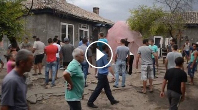 Violence against Romani residents of the village of Loshchynivka, Ukraine broke out in August 2016. (PHOTO:  Print screen from video footage)