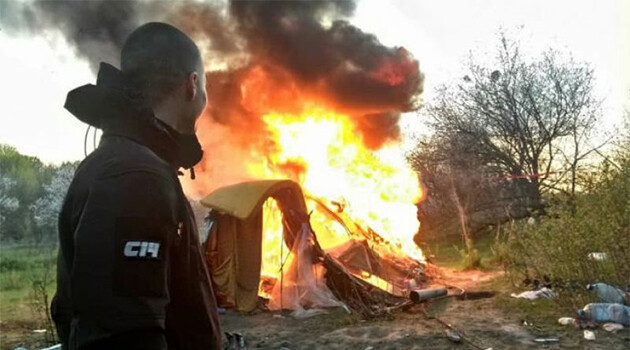 Members of the Ukrainian ultra-right organization C14 set fire on Saturday, 21 April 2018 to a camp built not far from the Kyiv city center by Romani people, most of whom were from Transcarpathia. (PHOTO:  Facebook/Сергій Мазур)