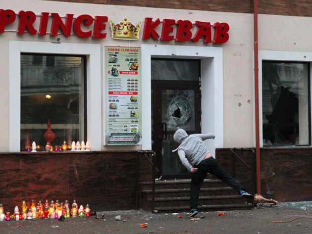Racists attacked a kebab restaurant from which a Polish man attempted to steal two bottles of some beverage on 31 December 2016. A chef of Tunisian origin stabbed the Polish man, who subsequently died of his injuries. (PHOTO:  ČTK)