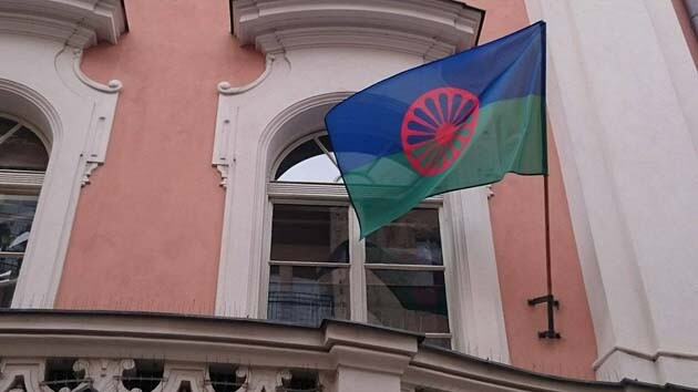 On Roma Holocaust Memorial Day 2016 the international Roma flag was flown at three different locations in Prague. (Photo:  Romea.cz)