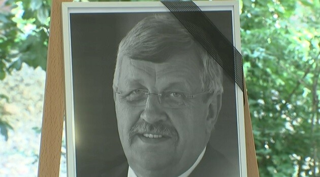 The assassinated German politician Walter Lübcke, shown here in a photograph at his memorial service in 2019. (PHOTO:  reprint from video footage of the funeral, ROMEA)