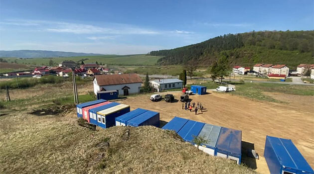 In the Romani settlement of Dreveník in Žehra, Slovakia, a quarantine center is being erected to which infected people and their loved ones will be relocated. (9 May 2020). (PHOTO: Facebook page of Peter Pollák)