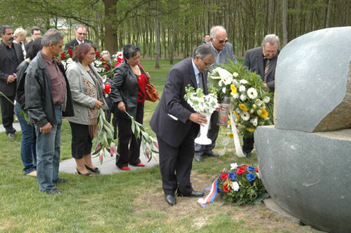 Čeněk Růžička, chair of  VPORH (holding vase) at a previous commemorative ceremony at Lety by Písek.