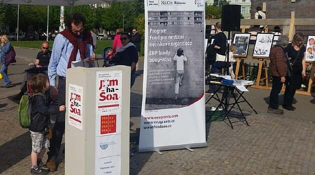 The Yom Hashoah event, held throughout the Czech Republic, has involved people publicly reading the names of the Jewish and Romani victims of the Nazi concentration camps since 2010. (PHOTO: Romea.cz)