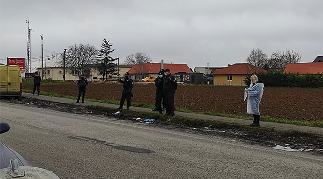 Slovak Police and soldiers guarding the Romani community of Ratnovce. (PHOTO:  Police of the Slovak Republic - Region of Trnava)